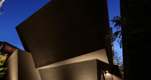 The-SRK-residence-in-Tokyo-looks-artistic-at-night