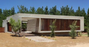 S-S-House-in-Argentina-facade-and-pergola