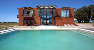 17-brick-holiday-house-2-cultures