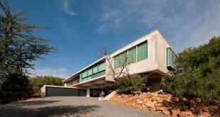 House-Gauche-front-facade