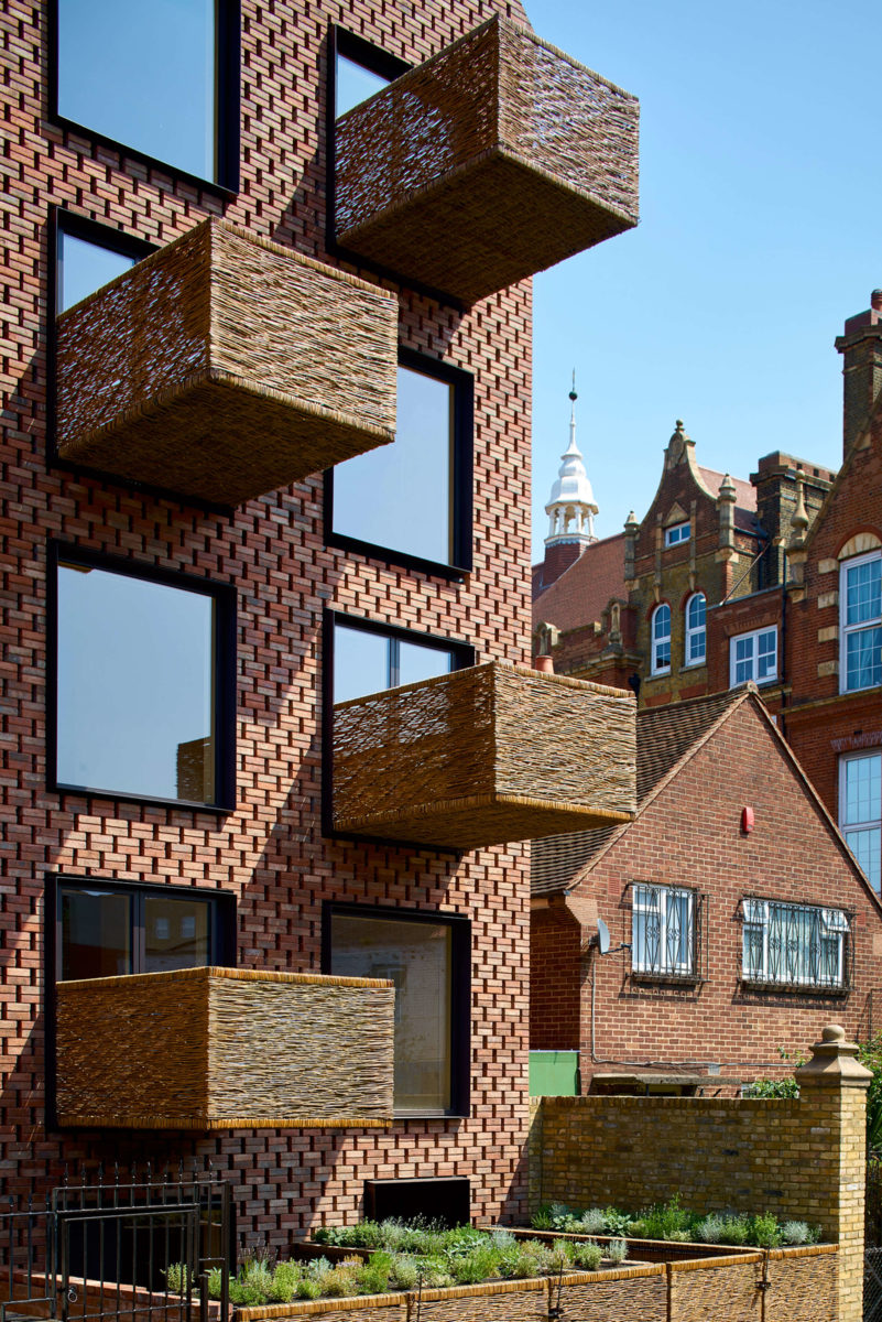 barretts-grove-groupwork-and-amin-taha-architects-london-uk-residential-architecture_dezeen_2364_col_1