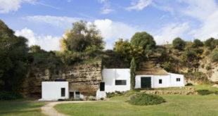 The-house-has-plenty-of-greenery-around-900x613