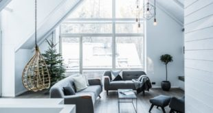 Windows-fill-the-living-room-wall-almost-completely-900x601