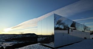 Casa-Invisible-concept-mirrored-facades