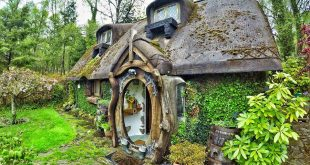 hand-built-hobbit-house