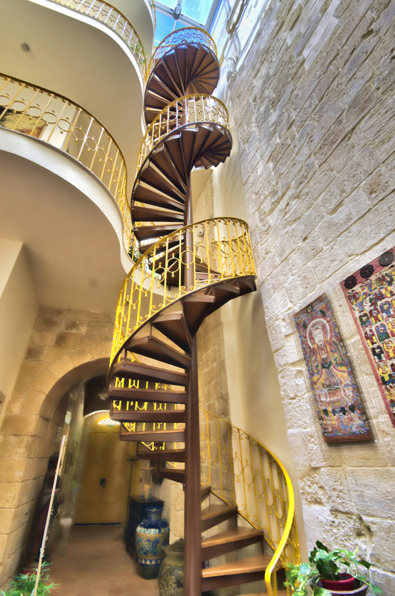 Locanda-La-Gelsomina-features-a-spiral-staircase