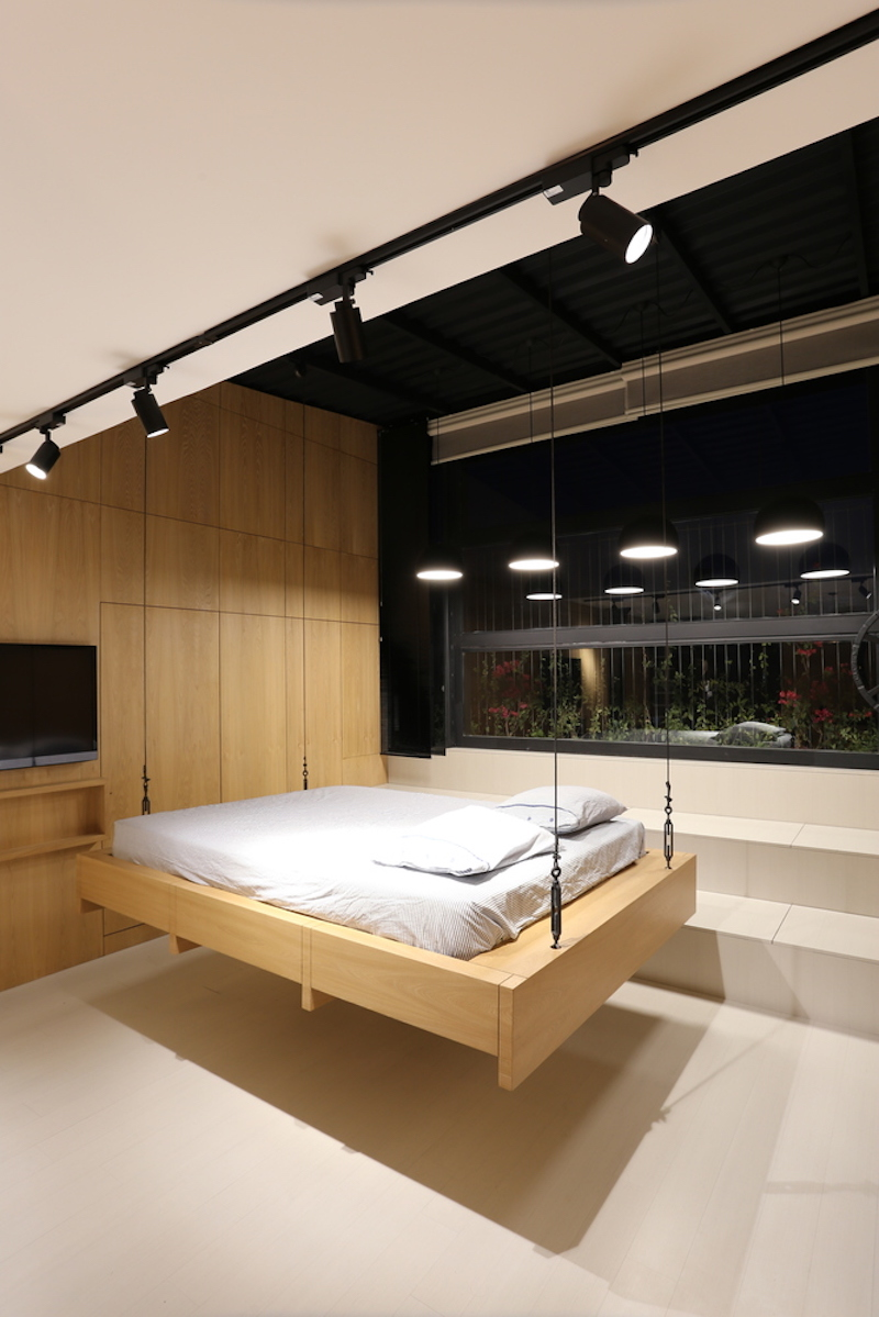 Small-attic-apartment-features-a-hanging-bed